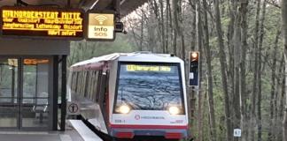 U-Bahn U1 auf dem Weg nach Hamburg